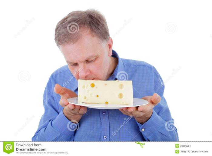 man-smelling-cheese-26500961